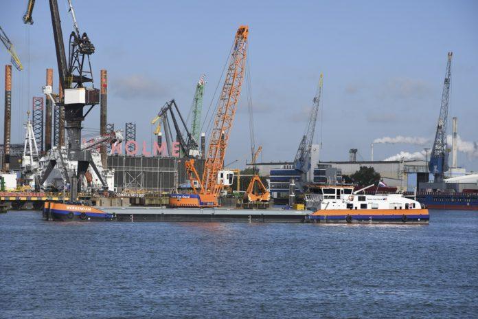 Kraanschip op LNG
