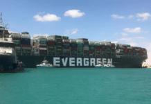 Vastgelopen containerschip